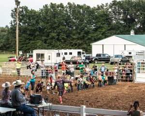 childrens-horse-stick-racing